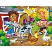 Puzzle Larsen Copiii la Ferma cu Vitel, 18 Piese