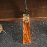 Resin - Egyedi kézzel készült gyanta és fa medállal díszített nyaklánc - Pezsgő