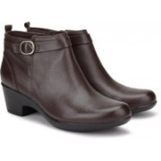 Clarks Malia Hawthorn Women Boots For Women(Brown)