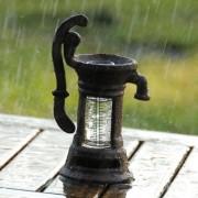 Regenmeterpluviometer waterpomp
