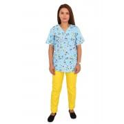 Costum medical Puppy, cu bluza cu imprimeu si pantaloni galbeni cu elastic