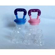 Fruty Baby's - 2 Fruitspenen/Fruitspeen/Babyspeen/Gezonde speen /Sabbelzakje/Fruit/bijtring - Roze en Blauw - Met 6 extra fopspenen - Vanaf 4 maanden - Voordeelverpakking.