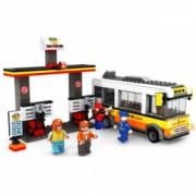 Set de constructie pentru copii model benzinarie 324 piese 4 figurine