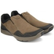 Clarks Wave Travel Mushroom Nubuck Running Shoes For Men(Brown)