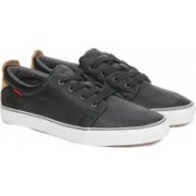 Levi's Justin Laced Sneakers For Men(Black)