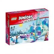 Set de constructie LEGO Juniors Anna si Elsa la Locul de Joaca