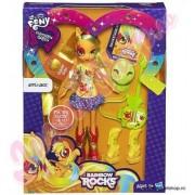 Papusa My Little Pony Equestria Girls Rocks AppleJack cu Accesorii A7251