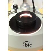 Condensator de câmp închis pentru microscoape stereo