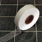 Korundová protiskluzová průhledná samolepící podlahová páska - délka 18 m a šířka 5 cm