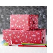 Ofera cadoul direct ambalat in hartie de cadou cu motive de Craciun in diferite culori