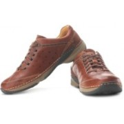 Clarks Radius Vision Outdoors Shoes For Men(Brown)