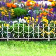 """Virágágyás szegély / kerítés fehér """"kovácsoltvas"""" műanyag 60 x 38 cm"""