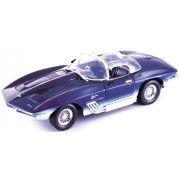 Motormax 1961 Chevrolet Corvette Mako Shark Diecast Model 1:18 Die Cast Car