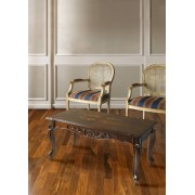 Szögletes kisasztal fa felülettel