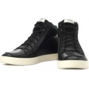 Clarks Tallow Hi High Ankle Sneakers For Men(Black, White)