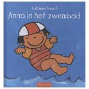Lobbes Anna in het zwembad