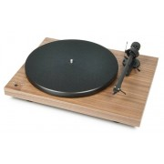 Pro-Ject Debut Carbon Record Master HiRes Walnut