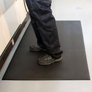 Černá vinylová průmyslová protiúnavová protiskluzová rohož Lite - délka 150 cm, šířka 90 cm a výška 0,6 cm