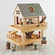 Treehouse Play Set and Wooden Forest Animals