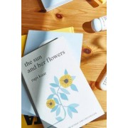 Urban Outfitters the sun and her flowers par Rupi Kaur- taille: ALL