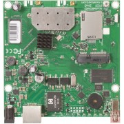 MikroTik RouterBoard RB912UAG-2HPnD ugradjeni high power adapter 802.11b/g/n (2x MMCX), 1 x Gigabit LAN / WAN port, 1 x miniPCIe, 1 x USB, Atheros AR9342 CPU, 64MB RAM, RouterOS L4