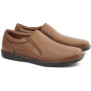Clarks BUTLEIGH FREE TAN LEATHER Boat Shoes For Men(Tan)