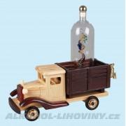 Dřevěné auto s vysokou lahví