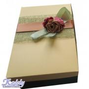 Cutie cadou cu trandafiri