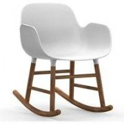 Normann Copenhagen Form Rocking Armchair schommelstoel met walnoten onderstel wit