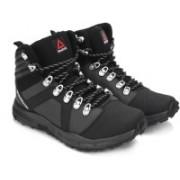 Reebok OUTDOOR VOYAGER MID Outdoor Shoes For Men(Black)
