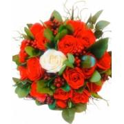 Buchet flori 24 trandafiri rosii si unul alb cu frunze handmade by EVENTISSIMI