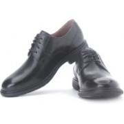 Clarks Un Walk Genuine Leather Lace Up Shoes For Men(Black)
