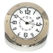 Часовник изработен от метал със скрита камера в него