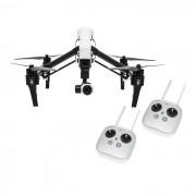 Dron Inspire 1 sa dva daljinska upravljača