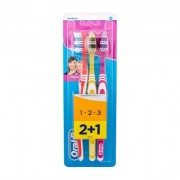 Oral-B Toothbrush Classic spazzolino da denti 3 pz tonalità Red, Yellow, Pink unisex