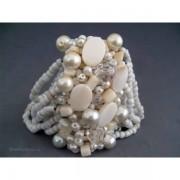 Bratara bijuterie cu scoici, perlute, cristale si margele albe