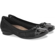 Clarks Candra Glow Black Sde Slip On shoes For Women(Black)