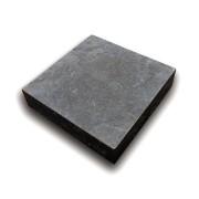 """Černá plastová podkládací kostka """"hladká"""" - délka 23,8 cm, šířka 23,8 cm a výška 5,3 cm"""