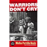 Warriors Don't Cry: The Searing Memoir of the Battle to Integrate Little Rock's Central High, Paperback/Melba Pattillo Beals