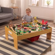 Trenulet din lemn Adventure Town Railway Set & Masa cu EZ Kraft Assembly™ - Kidkraft