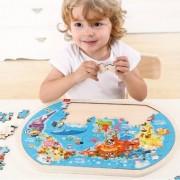 Puzzle Harta lumii din lemn cu 80 de piese si suport