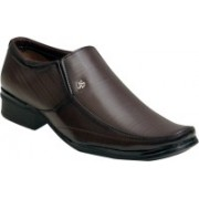 Oora Brown With Fine Lining Design Slip On Shoes For Men(Brown)