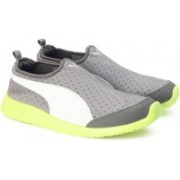 Puma ST Trainer Evo Slip-on DP Running Shoes For Men(Grey)