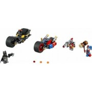Set Constructie Lego Super Heroes Dc Comics Batman Urmarire Cu Motocicleta In Or