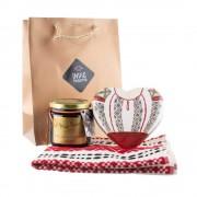 Pachet cadou cu dulceata naturala, stergar traditional si inima din lemn pictata manual