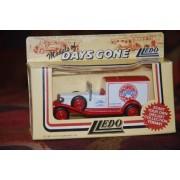 Lledo DAYS-GONE PIZZA EXPRESS Packard Town Van