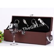 Cutie din piele pentru vin, cu 4 accesorii