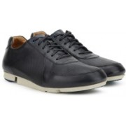 Clarks Triturn Race Dark Blue Lea Casual Shoes For Men(Blue)