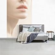 Fotobehang vinyl - De lippen van een vrouw breedte 155 cm x hoogte 240 cm - Foto print op behang (in 7 formaten beschikbaar)