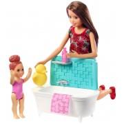 Mattel Barbie Bambola Skipper Babysitter con Vasca da Bagno. Bambina Che...